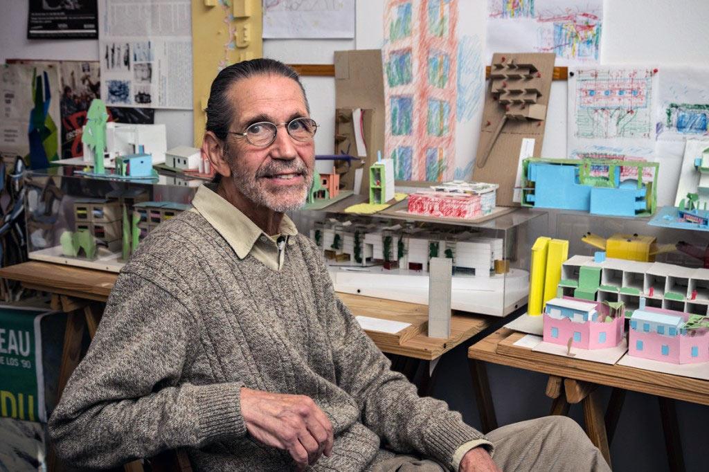 Roberto Frangella en su estudio de Buenos Aires